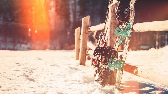 Neige, montagne, soleil et yeux